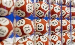 Μεγάλη απάτη σε τυχερό παιχνίδι – Έδειξαν αριθμό στην tv πριν βγει στην κληρωτίδα (vid)